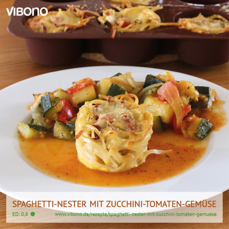 Spaghetti-Nester mit Zucchini-Tomaten-Gemüse