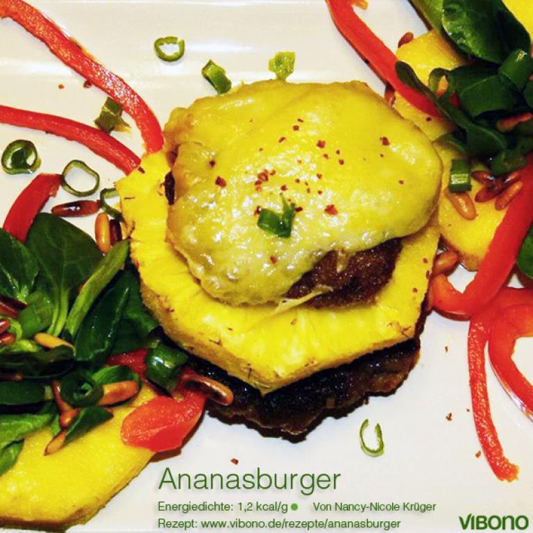 Ananasburger mit Feldsalat, Paprika und Pinienkernen