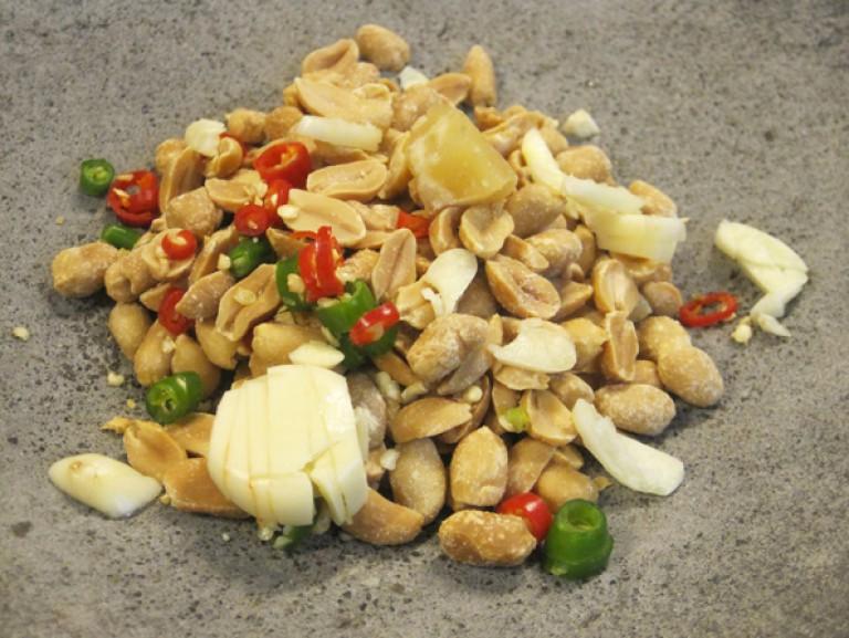 Hähnchen Saté Spieße mit Erdnuss-Sauce