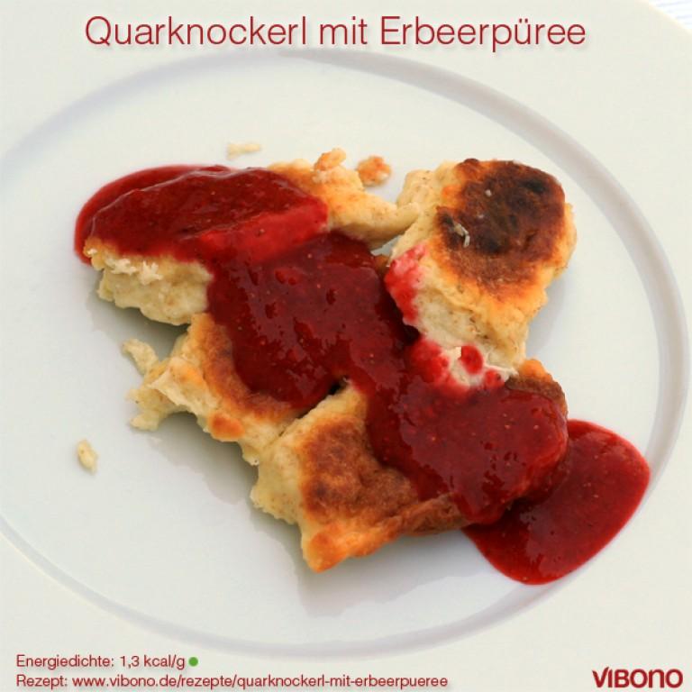 Quarknockerl mit Erbeerpüree