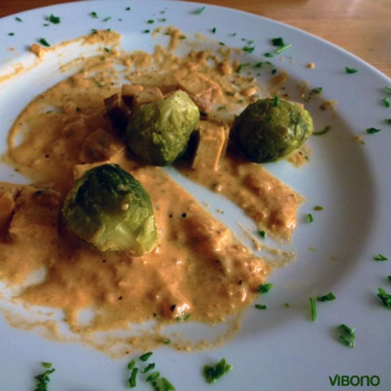 Rosenkohl mit Tofu-Geschnetzeltem