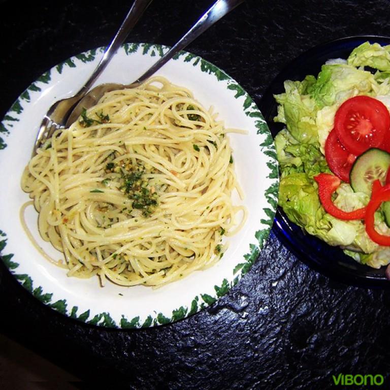 Spaghetti mit Petersilien-Mandelpesto