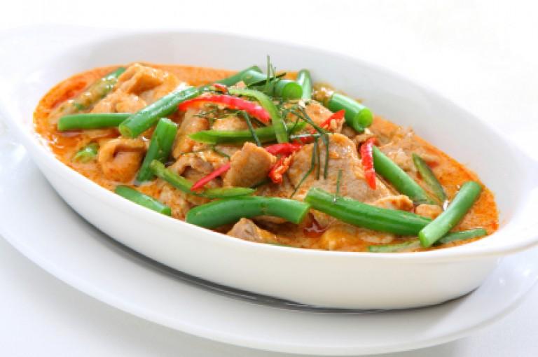 Thai-Curry mit Hühnchen oder Tofu