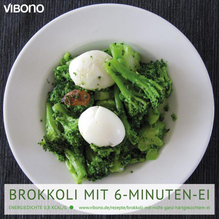 Brokkoli mit nicht ganz hartgekochtem Ei