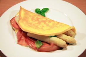 Spargelomelette mit Parmaschinken