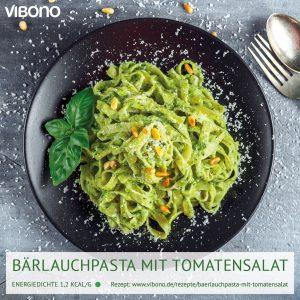 Bärlauchpasta mit Pinienkernen & Tomatensalat