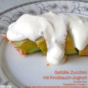 Gefüllte Zucchini mit Knoblauch-Joghurt