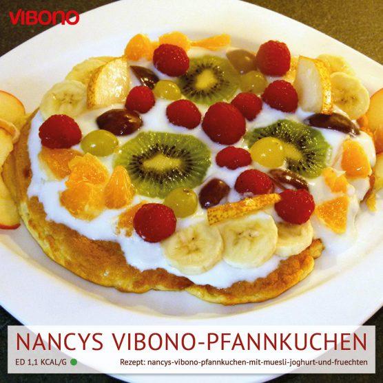 Nancys Vibono-Pfannkuchen mit Müsli, Joghurt und Früchten