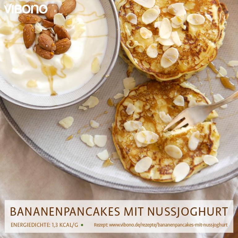 Bananenpancakes mit Nussjoghurt