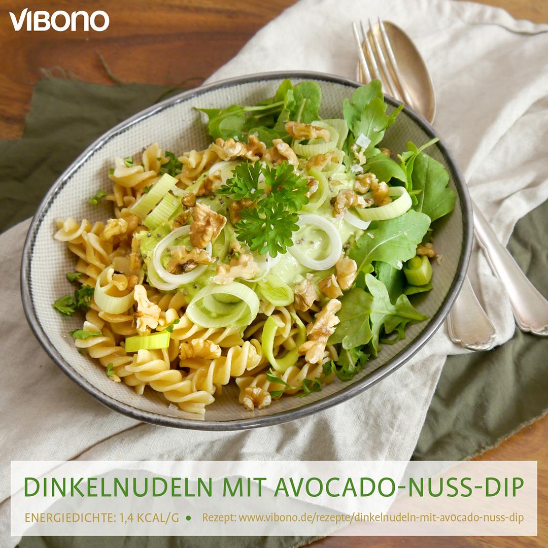 Dinkelnudeln mit Avocado-Nuss-Dip