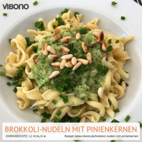 Brokkoli-Nudeln mit Pinienkernen