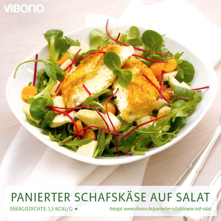 Panierter Schafskäse auf Salat